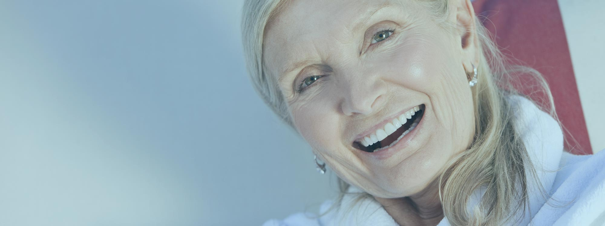 Ältere Dame - Vorwannenlift